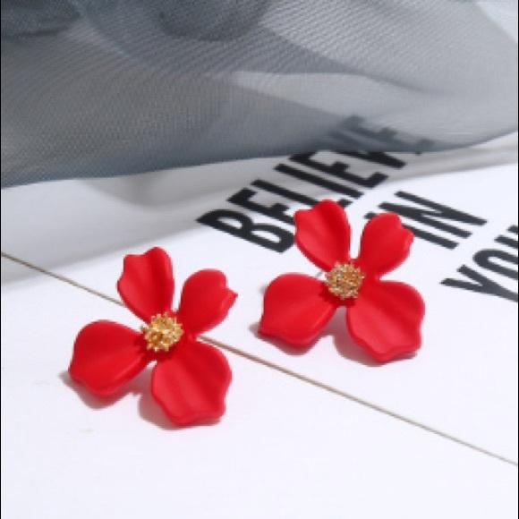 DARK RED GOLD CENTER ORCHID FLOWER STUDS